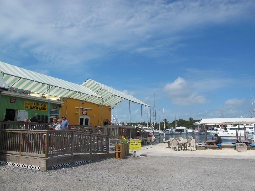 Quán ăn Key Largo Fisheries ở bến tàu đánh cá, Key Largo