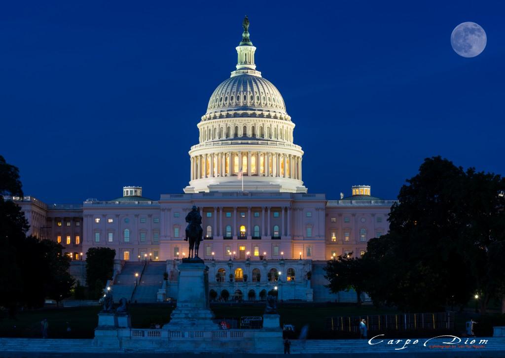 Vầng trăng bên Capitol building, Washington DC