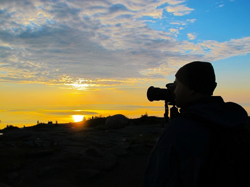Ghi lại khoảng khắc bình minh trên đỉnh núi, Maine