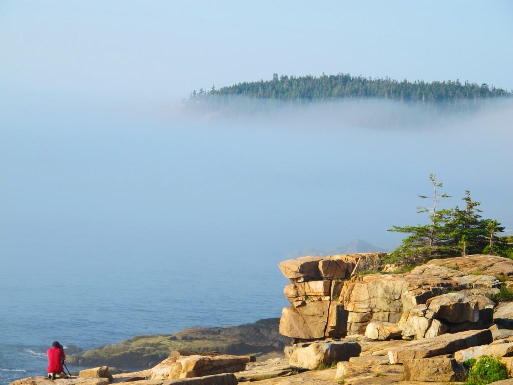 Ở vách đá và sương mù kéo đến, Maine