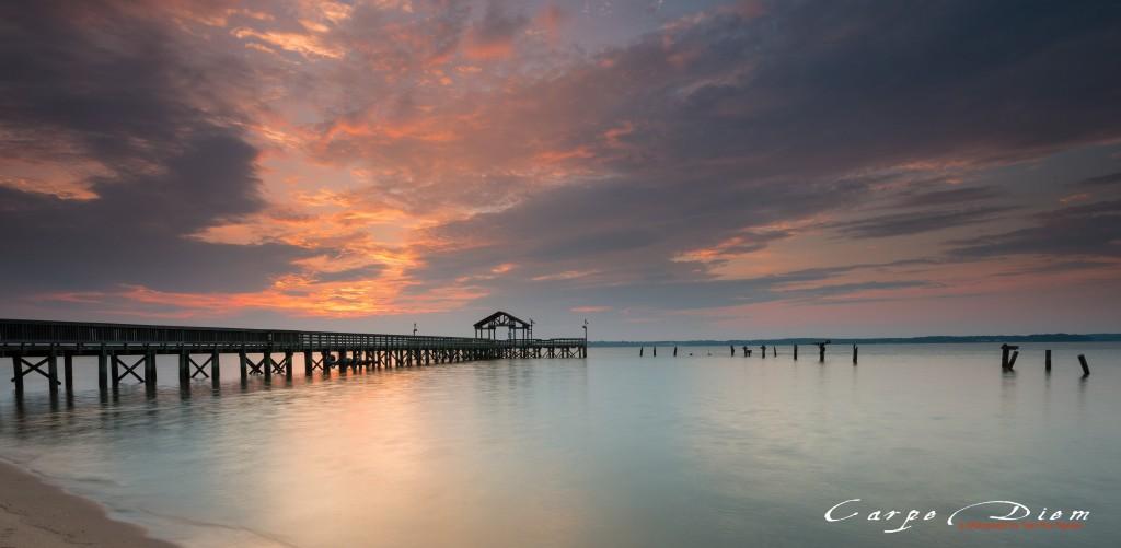 Bình minh trên cầu pier