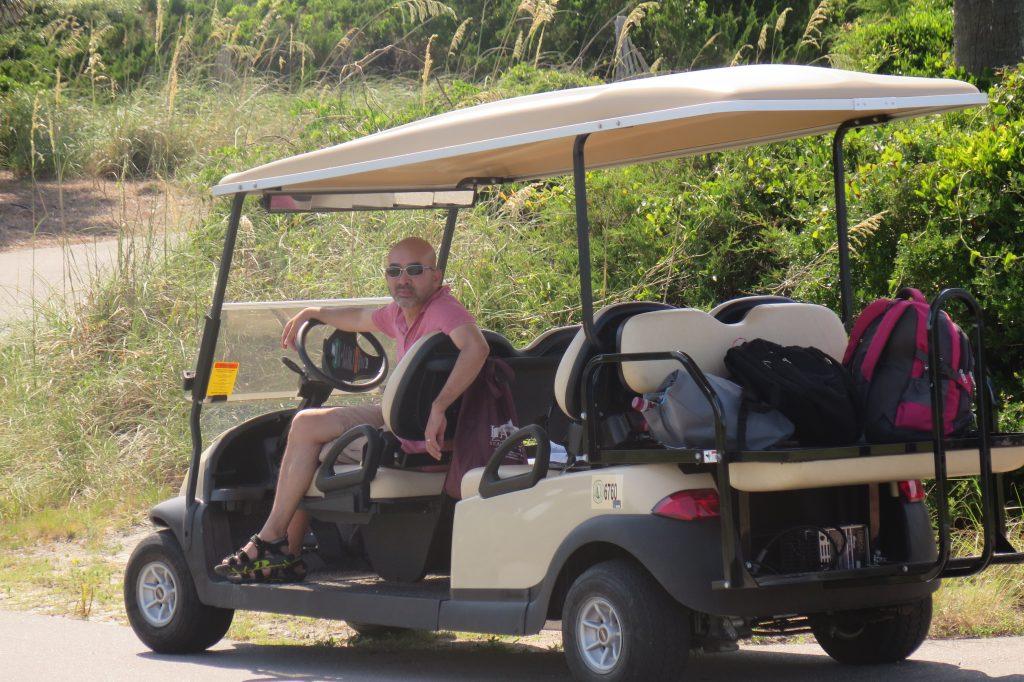 """Qua Bald Head Island làm """"taxi driver"""""""